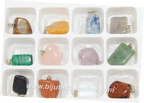 Висулка от разни камъни