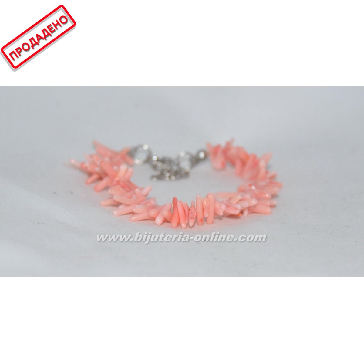 Гривна от розов корал